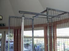 Bag lift system for upper locker<br>