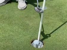 """""""No Touch"""" ball elevator<br>for contactless putting"""